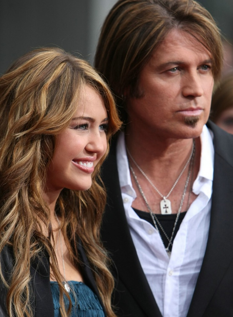 Hannah-Montana-And-Billy-Ray-Cyrus-Hannah-Montana-Movie-Premiere
